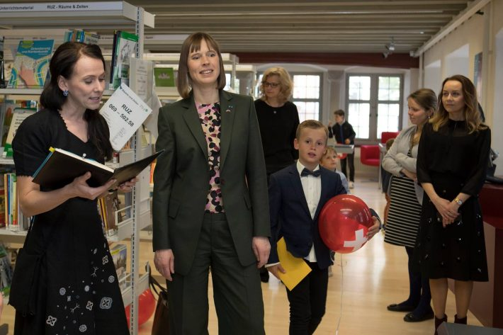 President Kersti Kaljulaid meeting with the people of the Swiss Estonian Association at the Children's and Youth Library of St. Gallen. Photo: Office of the President of the Republic / Helen Ree