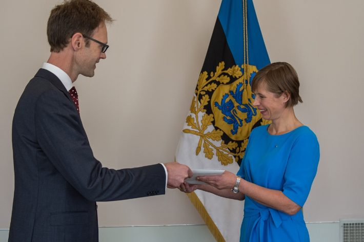 Ambassador Konstantin Obolensky presenting his credentials to President Kersti Kaljulaid. Photo: Office of the President of the Republic