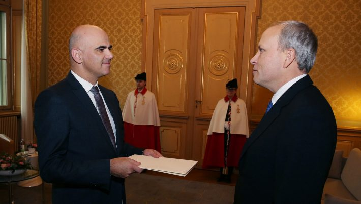 Ambassador Toomas Kukk presenting his credentials to President Alain Berset. Photo: Office of the President of the Swiss Confederation