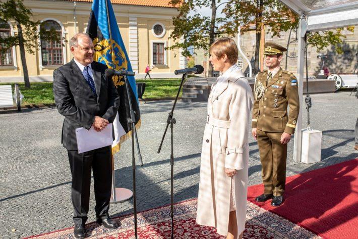 Julius Lauritsch übergibt seine Vollmacht. Foto: Büro des Präsidenten